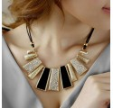 Collier Court Moderne