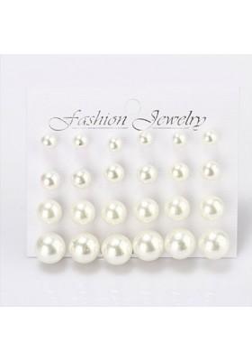 """Plaque de 12 paires de boucles d'oreilles """"Perles"""""""